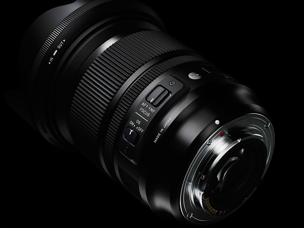24-105mm-F4-DG-OS-HSM-black